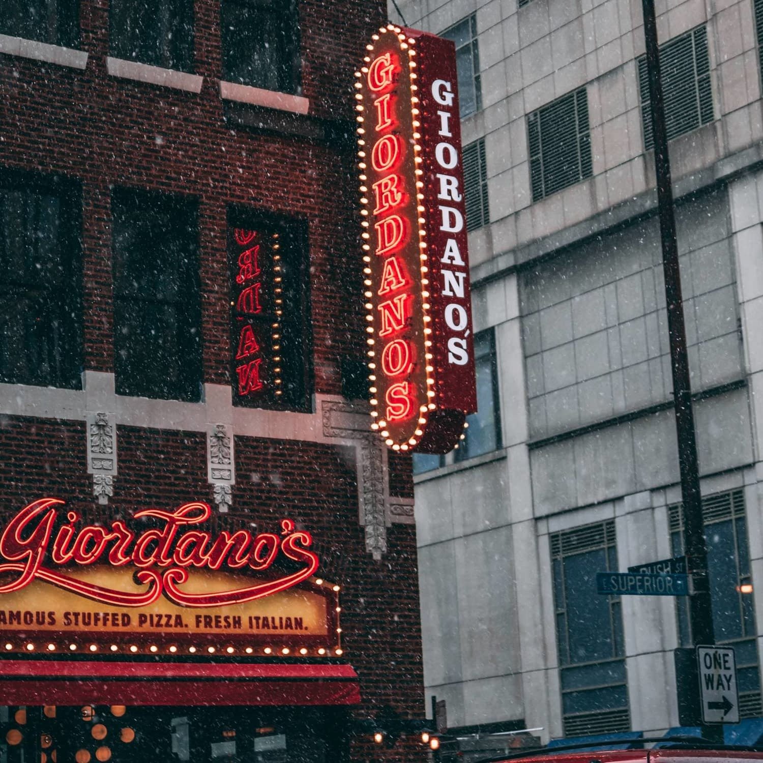 The exterior sign for Giordano's Pizza Place.