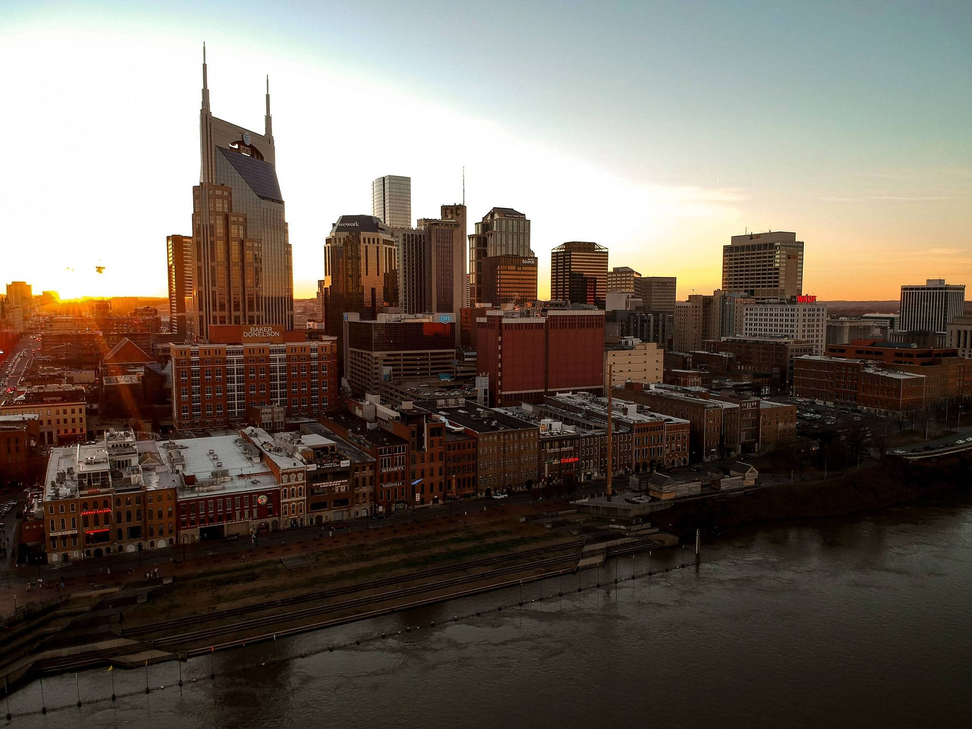 A shot of the skyline during sunrise in Nashville, Tennesse